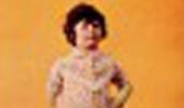 I miei genitori avevano un'azienda: producevano vestaglie e camiceria da donna. Come al solito, prima del lancio di una nuova collezione, scattavano le foto pubblicitarie da includere in ogni confezione da vendere.Quell'anno in particolare, erano stati inclusi nel campionario anche capi per bambina (tra cui Lilli e Stellina Bimba). Inaspettatamente si trovarono sprovvisti della modella e quindi eccomi qui!