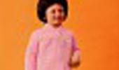 I miei genitori avevano un'azienda: producevano vestaglie e camiceria da donna. Come al solito, prima del lancio di una nuova collezione, scattavano le foto pubblicitarie da includere in ogni confezione da vendere.Quell'anno in particolare erano stati inclusi nel campionario anche capi per bambina (tra cui Lilli e Stellina Bimba). Inaspettatamente si trovarono sprovvisti della modella e quindi eccomi qui!